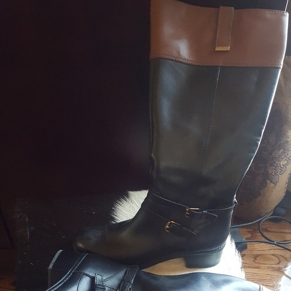 get new classic shoes arrives Black leather boots with brown at the top